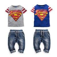 小売子供ファッションスーパーマングレー服セット2015新しい男の子短いスリーブtシャツ+ジーンズセット男の子カジュアル生き抜くキッズ2ピー