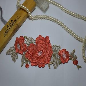 Robe rouge à fleurs cousues venise | 1 pièce, motif de fleurs, broderie en dentelle, motif floral