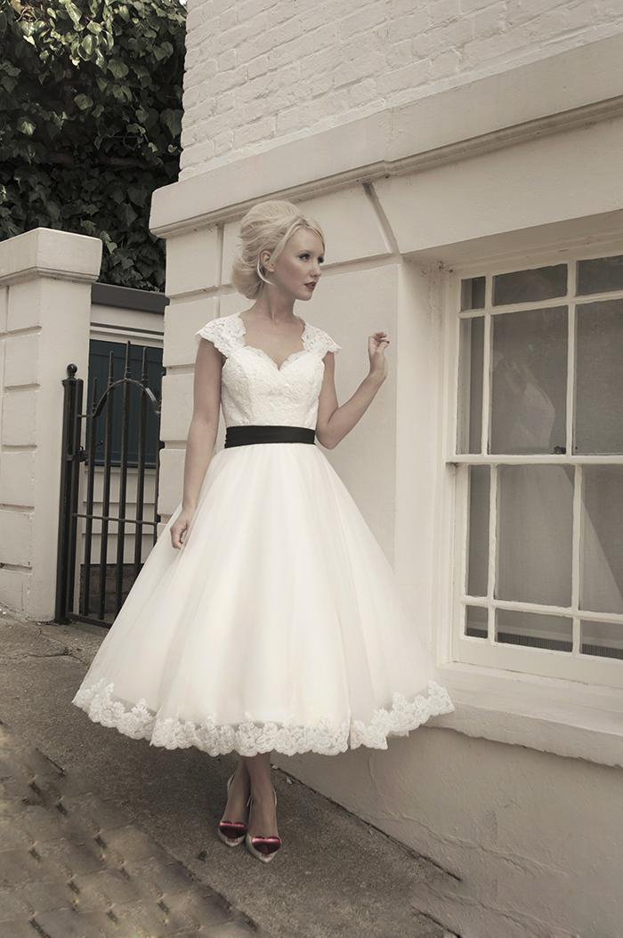 White Ball Gown Short Wedding Dresses Lace Corset Tea Length Black ...