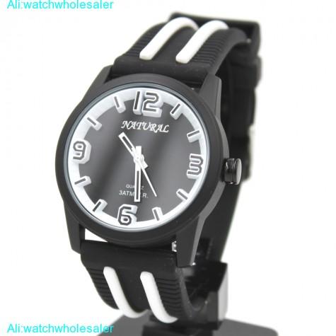 FW848R Black Dial Round Silicone Black Band Elegant Generous White Fashion Watch