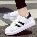 Zapatos venta Caliente otoño de las mujeres pequeños zapatos blancos plana zapatos casuales con zapatos de lona de los estudiantes al aire libre de Cuero Genuino Súper star