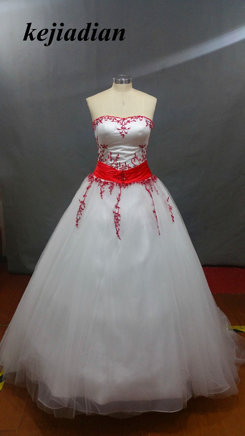 Red and white wedding dress embroidery 2017 a line country for Plus size country western wedding dresses