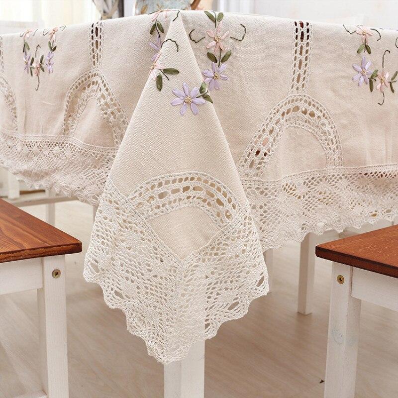 Elegante Tischdecke in Weiß Creme mit Stickereien