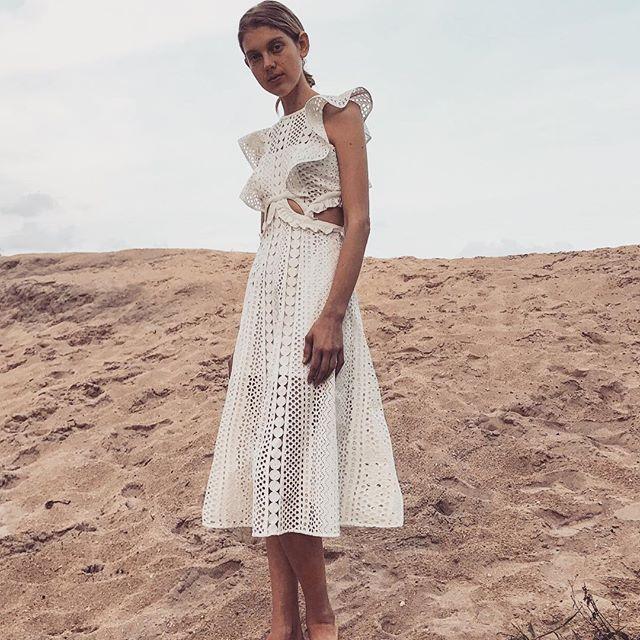 Haute qualité auto Portrait robe 2018 femmes été a-ligne évider dentelle Maxi robe taille haute sans manches bohème plage robe