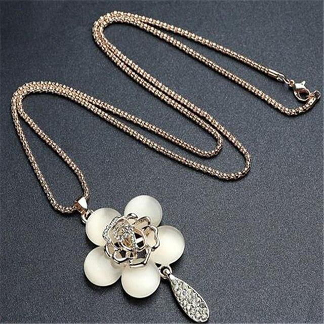 a72d265f0e0d Cadenas de moda collar largo collar rosas hueco de flor perlas círculo  Bohemia vestido de dama