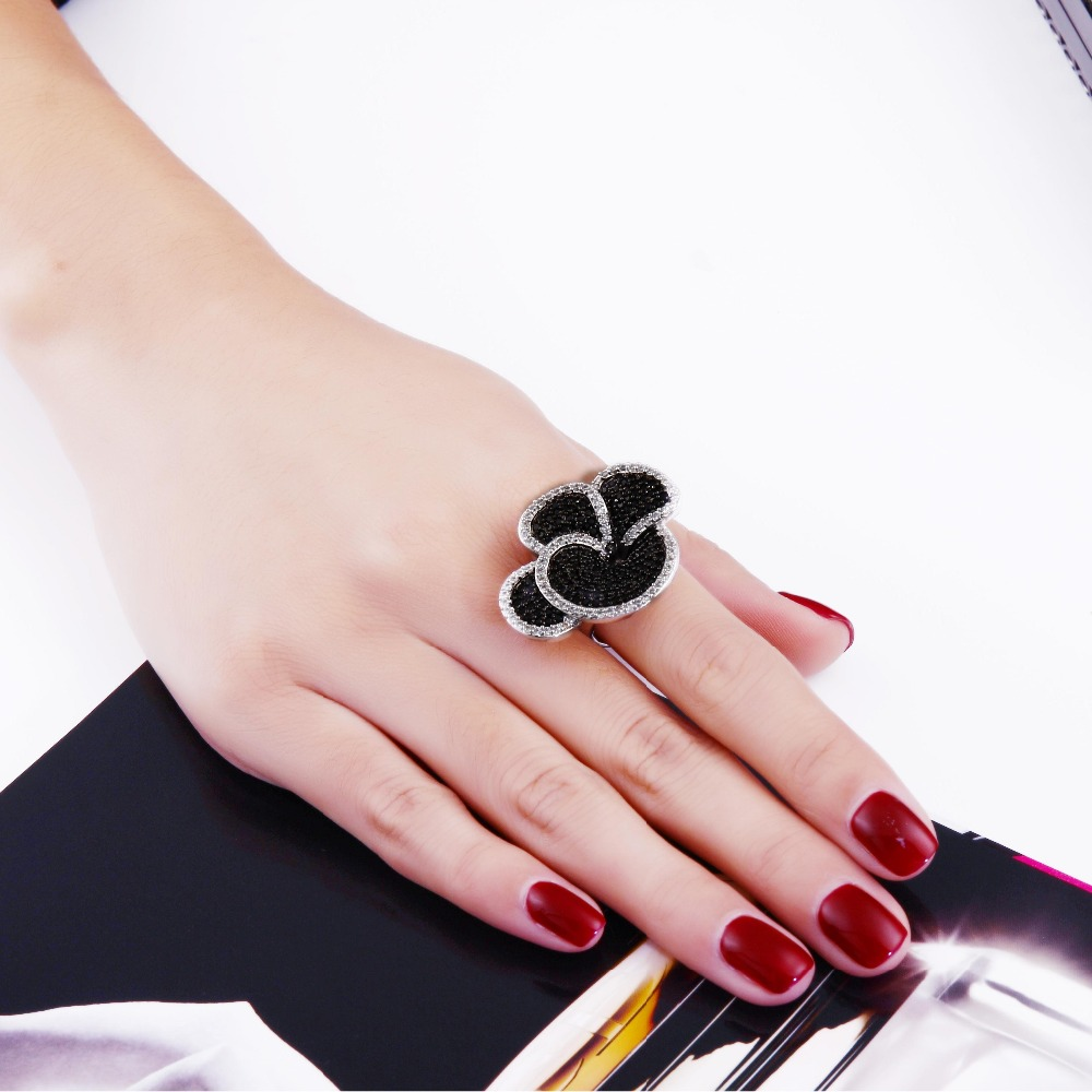 Latest Design Flower Engagement Rings Made With Black&Amp;White ...