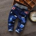 De alta Calidad de Los Niños Del Bebé Ropa de Los Muchachos de la Historieta Causal Desiner verano Caliente Elástico Deporte Infantil Chicos Jeans Pantalones