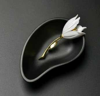 2017 New Fashion Jewelry Accessories White Tulip Brooch New Unique Popular Party Mother And Doughter
