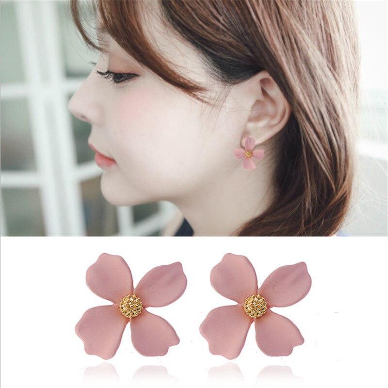 Us 0 94 48 Off Fashion Korean New Design Sweet Texture Spray Paint Flower Stud Earrings Cute White Flower Earrings Gold For Women Girls Gifts In