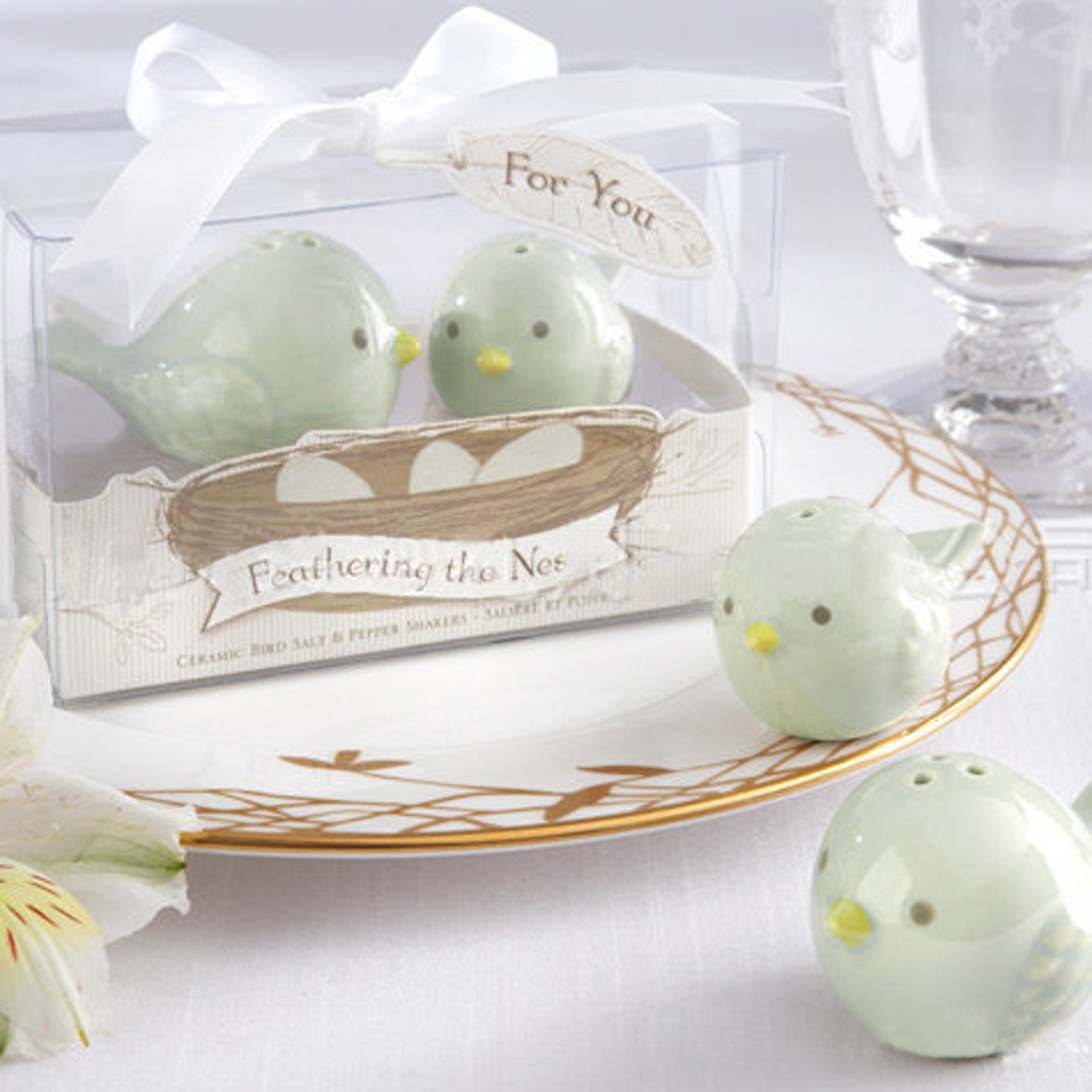 salt and pepper shakers wedding favors - Wedding Decor Ideas