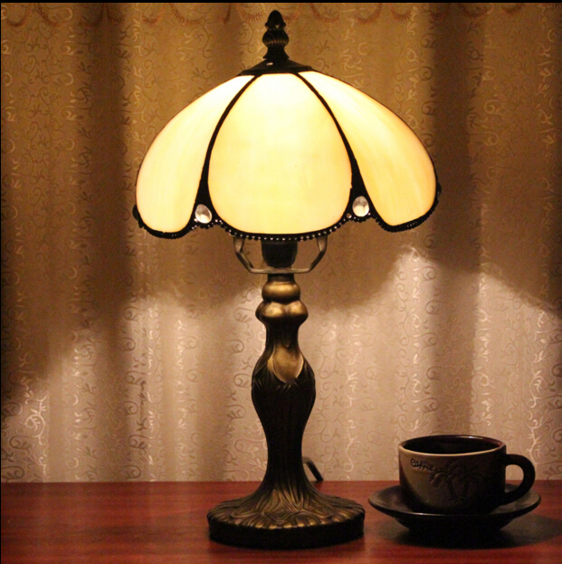 8 Inch Tiffany Style Table Lamp With Flowers And Leaves Patterns