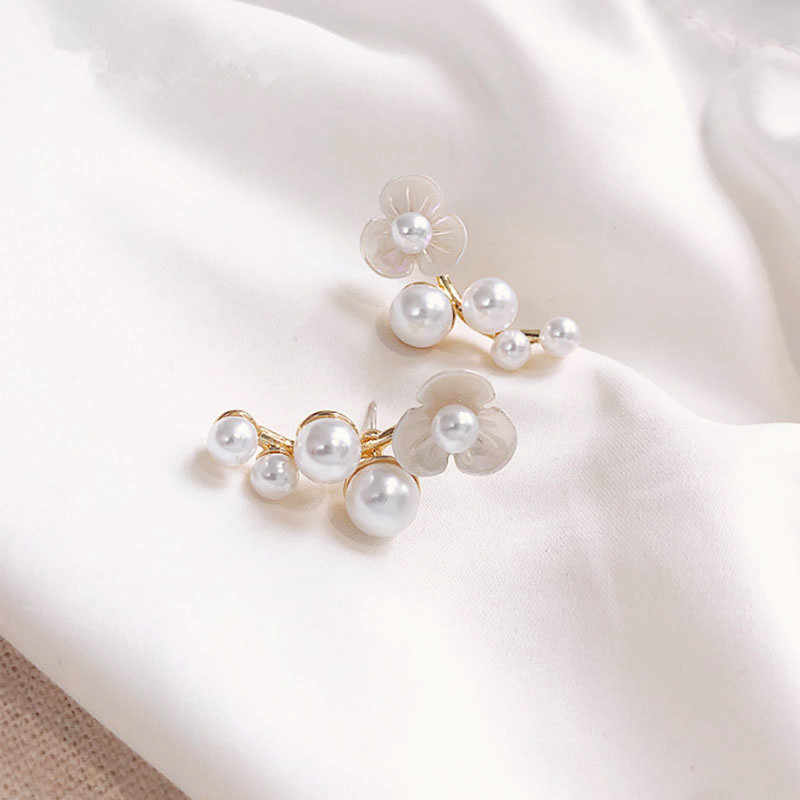 Pearl earrings 2019 popular petals earrings. Lady fashion geometric metal earrings latest unique earrings wholesale