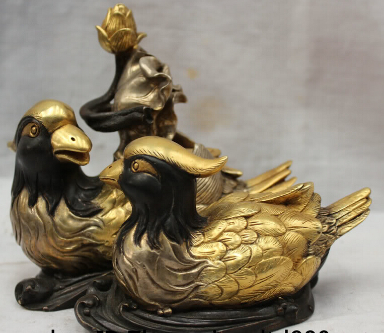JP S62 Lovely Chinese Bronze 24k Gold Mandarin Duck Love Bird With Lotus Leaf Statue B0403