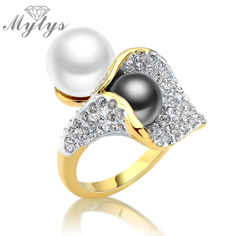 Mytys Pearl Ring for Women Pave Setting Crystal Rings Black White 2 Pearls Design Fashion Statement Cocktail Ring Gave Box R1041