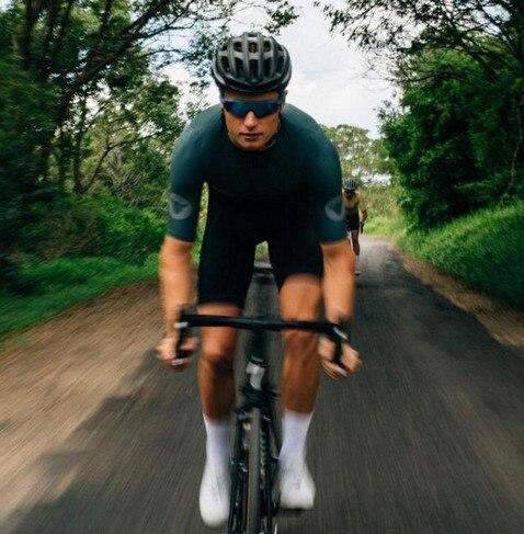 2018 High quality black short sleeve cycling jersey and bib shorts Tight fit Pro team Summer Men women Cycling mtb bike shirt