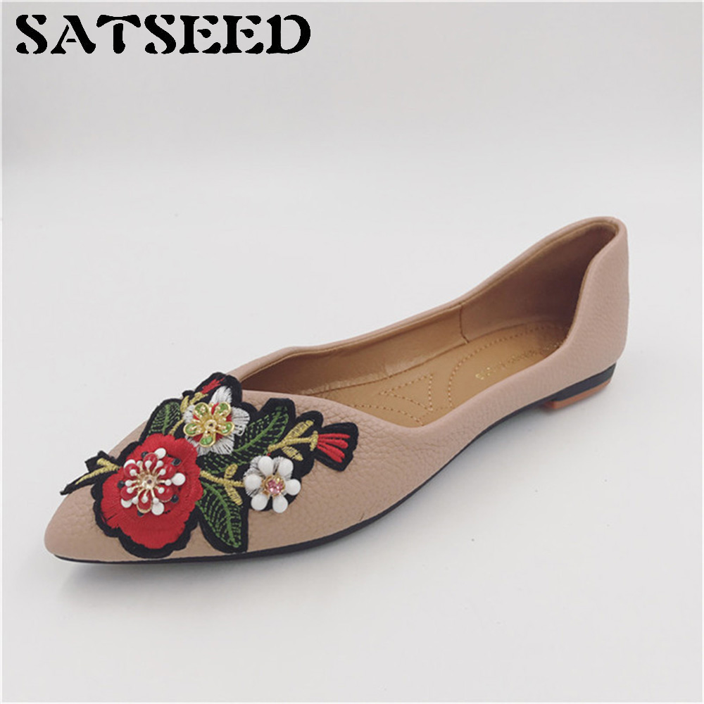 Female Autumn 2017 New Flats Pointed Toe Retro Fashion Diamond Flower Embroidery Shoes Shallow Soft Bottom Shoes Scoop Casual vintage embroidery women flats chinese floral canvas embroidered shoes national old beijing cloth single dance soft flats