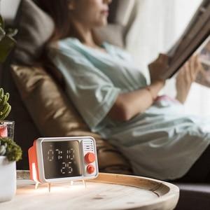 Image 2 - חם רטרו טלוויזיה צורת שעון מעורר מנורת Multi פונקצית מראה מראה שעון מדחום מיטה רב פונקצית שעון  כתום