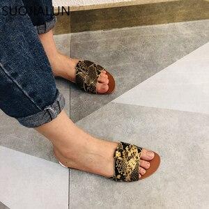 Image 2 - 2019 חדש מותג מעורב צבעים נשים נעל Pllus גודל 35 41 נשים קיץ חוף שקופיות כפכפים חיצוני שטוח נעל