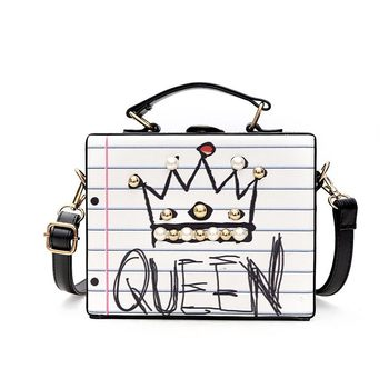 Nuevo bolso femenino informal con forma de caja de remaches de perla con letras y diamantes a la moda