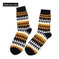 1 Par De Tubo de Los Hombres de Moda de Algodón A Rayas Calcetines Jacquard Arte Feliz Calcetines del Color del Golpe de Punto Creativo de La Novedad Calcetines chaussette homme