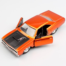 1:32 Scale cars Jada classic Dom 1970 Plymouth Road Runner diecast model muscle car auto gold vehicle toys Replicas for children