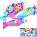 1 Pcs Sereia Bonito Clockwork Dabbling Toy Banho Do Bebê Clássico natação Liquidada Água Brinquedo Wind Up Dos Desenhos Animados de Aprendizagem Educacional brinquedo