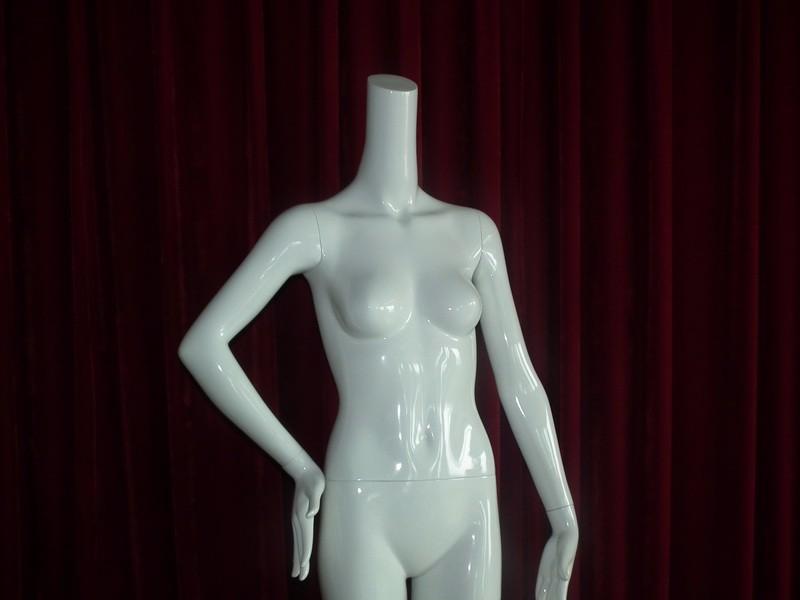 EMA-W032B_mannequin_12