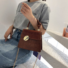 Летняя новая текстурированная женская сумка новая Корейская версия диких одно плечо на цепочке портативная маленькая квадратная сумка