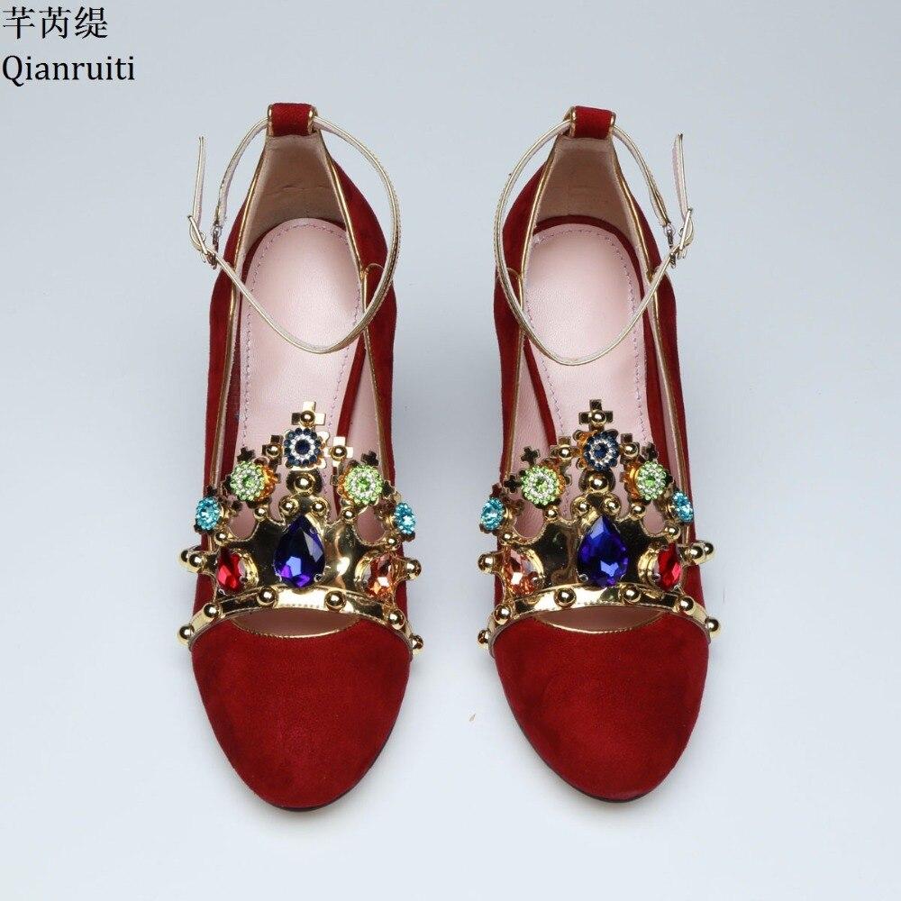 Qianruiti красные замшевые блок женская обувь на каблуках Великолепная со стразами свадебные туфли на высоком каблуке круглый носок Пряжка на щ