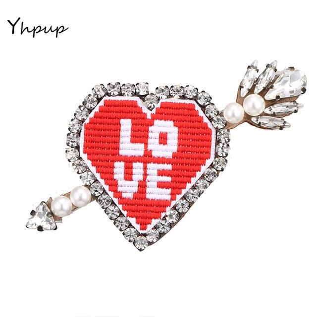 Yhpup Романтический Красный Вышивка со стразами кожа любовь Броши Булавки значок моды Мода Harajuku одежда Джинсы для женщин Интимные аксессуары подарок