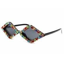 Triângulo cor de 15 luxo Strass olho de gato óculos de sol mulheres e  homens pequenos 59f2f2de51