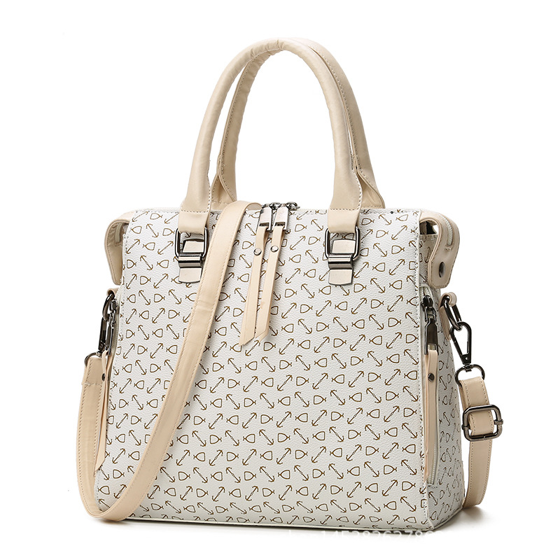 The New England Joker female bag The handbag is slanted across the shoulder. Fishbone grain womenbag