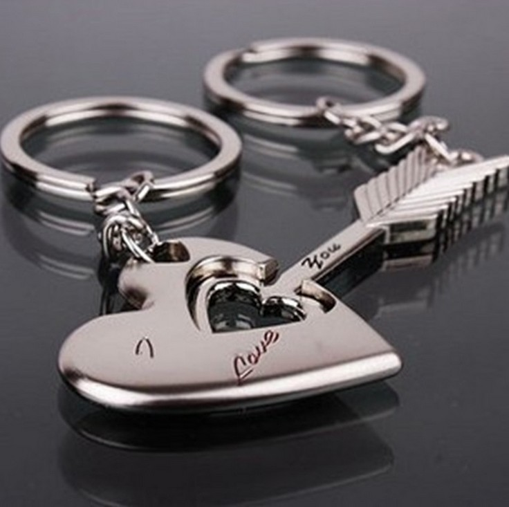 New Trendy Hot Sale 1 Pair Silver Alloy Arrow Bow Love Keyrings Key Chains Lovers Ring Couples keychain Gift new pure au750 rose gold love ring lucky cute letter ring 1 13 1 23g hot sale