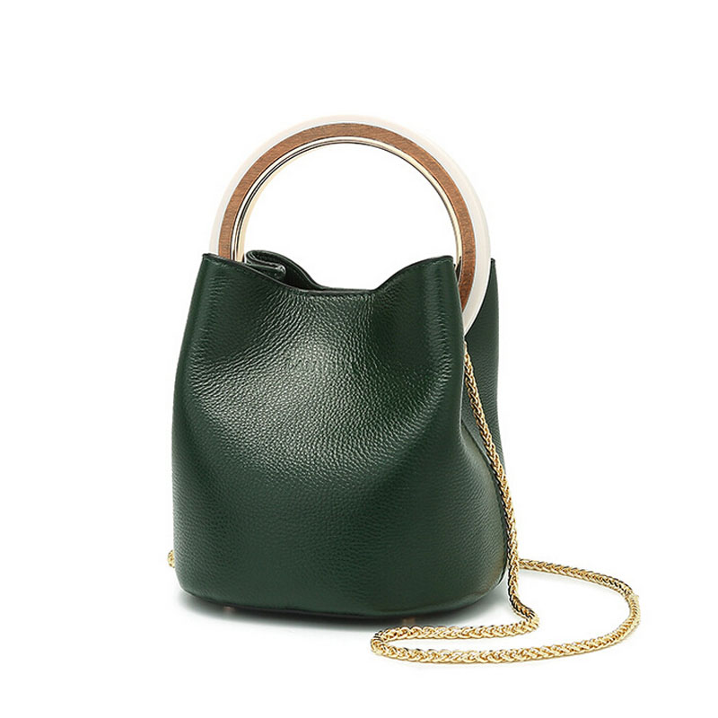 The first layer of leather fashion retro ring bucket bag 2018 new wild shoulder Messenger Messenger leather handbags summer new women leather handbags shell bag shoulder bags first layer of cowhide korean version of the wild fashion handbags