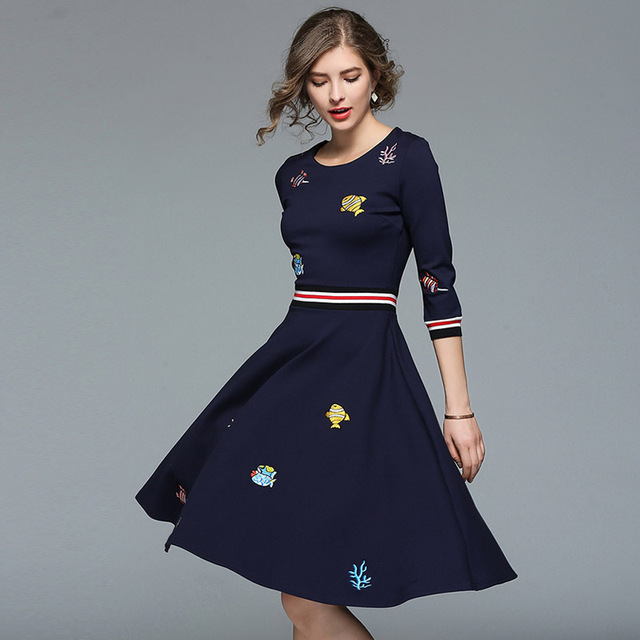 4827e6a3b Ropa de mujer 2018 nuevo Primavera Verano moda estilo europeo cuello  redondo bordado vestido línea a