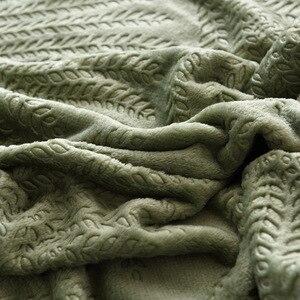 Image 5 - 300GSM Yumuşak Sıcak Yatak Katı Yaz Atmak Için Kabartmalı Flanel Battaniye Kış Yatak Örtüsü Mercan Polar Ekose Battaniye