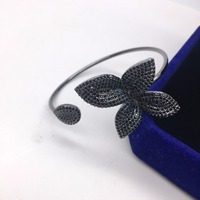 Luxury Brand Design AAA Zirconia Full Pave Setting Big Delicate Leaf Flower Shaped Open Hand Cuff