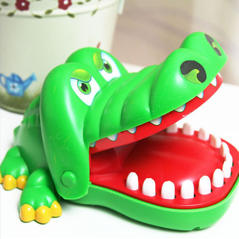 Hot Sell Creative Practical Jokes Mouth Tooth Alligator Hand Children's Toys Family Games Classic Biting Hand Crocodile Game LB