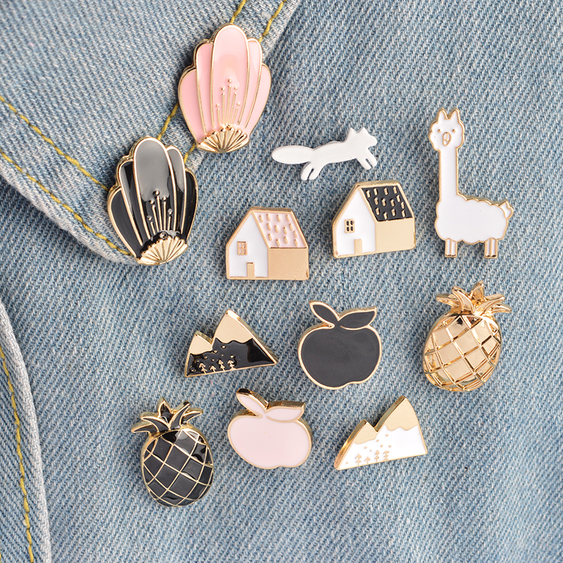 12 unids / set Snow Mountain Apple Pineapple House Shell Sheep Fox Broche Pin Mujeres Hombres Camisa Chaqueta Insignia Pins Moda Joyería