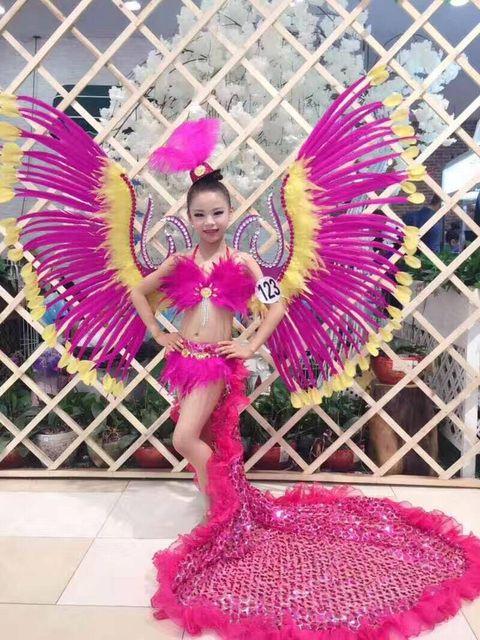 Latino Danza, pluma, exquisito espectáculo de danza, samba traje ...