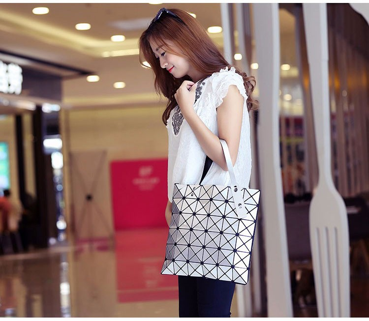 Women-Geometric-Plaid-Bag-Folded-Madam-Casual-Tote-Top-Handle-Distortion-Package-Shoulder-Bag-Bao-Bao-Pearl-BaoBao_01