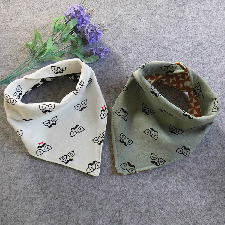 2017 baby babador Korean version of the new childrens triangular towel cute glasses beard printed double mouth scarf baby bibs