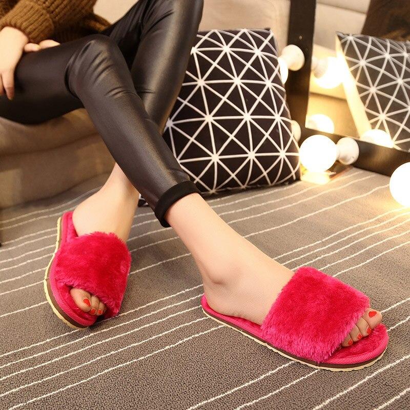 Красивые ножки в тапочках