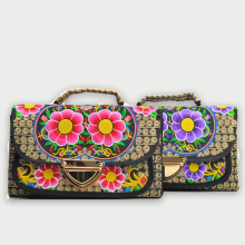 Ethnic Vintage Embroidered Canvas Cover Shoulder Messenger Bags Hmong Handmade Embroidery Small Day Clutch Bag 2018 Women Bag