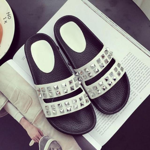 2017 Favolook Womens Summer Rivet Beach Slippers Shoes Rivets Flip Flops Platform Sandals Flat Thong Fashion Women Slippers