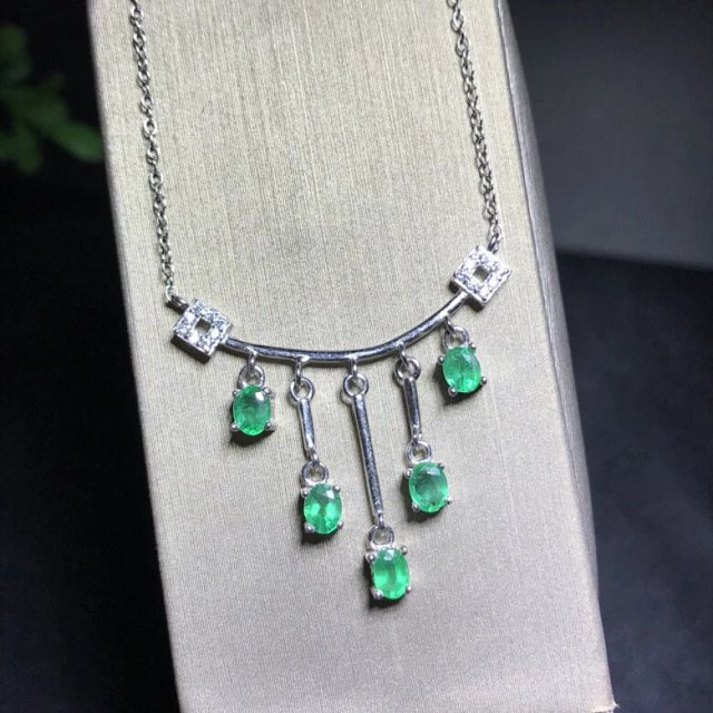 Qi Xuan_Fashion Jewelry_Colombian Green Stone Clavicle Necklaces_S925 Solid Silver Pendant Necklaces_Factory Directly Sales in Pendants from Jewelry Accessories