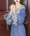 De LYNETTE CHINOISERIE Primavera Otoño Diseño Original de Las Mujeres Lolita Vintage Exquisito Bordado de Encaje Con Cuello En V Vestidos Maxis de Seda Azul