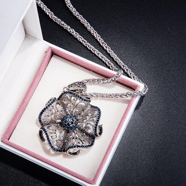 Women's Retro Flower Pendant Necklace