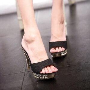 Image 2 - 2019夏の女性pvcクリスタル高薄ハイヒール11.5センチメートルミュールプラットフォーム外の女性のスリッパセクシーな女性の靴のサンダル