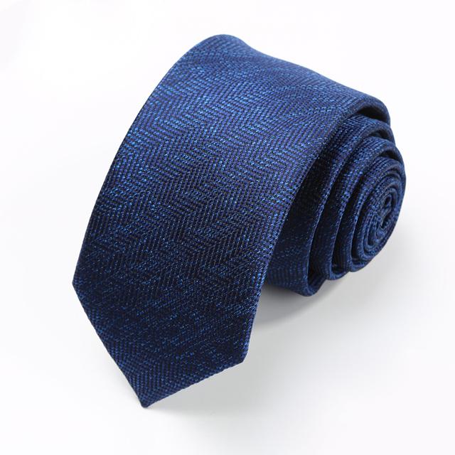 2016 Otoño Marca Diseñadores Lazos Traje para Los Hombres de Negocios de Lujo 7 CM Sarga de Microfibra Impermeable Azul Marino Corbata con el Regalo caja